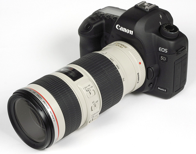 http://www.photozone.de/images/8Reviews/lenses/canon_70200_4is_5d/kit.jpg