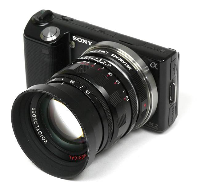 http://www.photozone.de/images/8Reviews/lenses/voigtlander_50_15_nex/kit.jpg